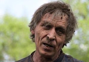 Житель Донецка провел в закопанном гробу 70 минут