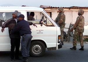 В ЮАР арестовали пьяного водителя, перевозившего в 16-местном автобусе 49 детей