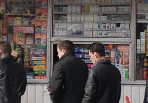 В Киеве демонтируют киоски возле метро