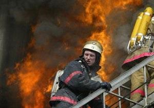 Киевлянка застряла в форточке, спасаясь от пожара