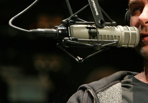 В России радиостанциям придется предупреждать о недетских песнях