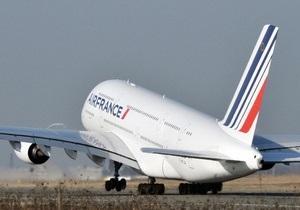 Крупнейший в мире пассажирский лайнер, вылетевший в Париж, вернулся в США из-за неполадок