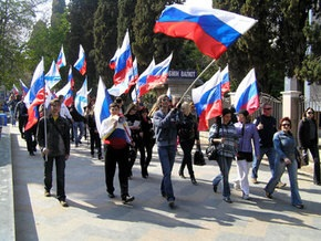 Митингующие в Симферополе потребовали сделать 19 апреля Днем России в Крыму