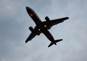 В Индии пилот самолета во время полета не смог попасть в кабину