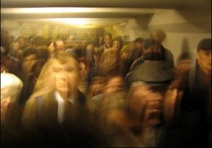 На одной из линий Киевского метрополитена 15 минут не ходили поезда