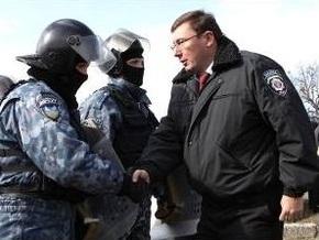 Луценко: Милиция не будет мешать законным акциям протеста