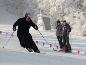 В Карпатах проходят лыжные соревнования священников