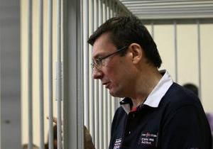 Свидетель считает, что Луценко не должны судить за празднование дня милиции: Там водку не пили