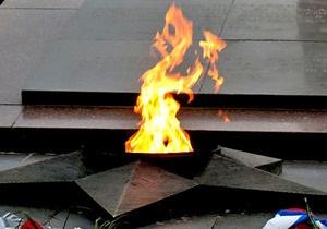В России египтянина, справившего нужду на Вечный огонь, приговорили к 18 месяцам колонии