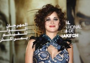 ФБР арестовало женщину, угрожавшую актрисе Марион Котийяр