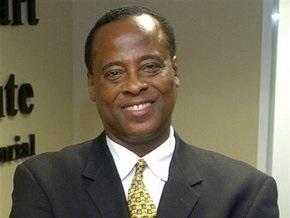 Личный кардиолог Джексона подозревается в непреднамеренном убийстве