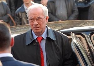 Азаров запретил Госказначейству выделять деньги на новые авто для чиновников