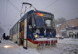 В Украине продолжается ликвидация последствий сильных снегопадов