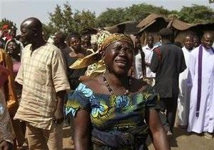 В Нигерии грузовик с цементом въехал в толпу на придорожном рынке: десятки погибших