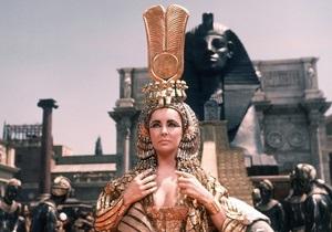 Украшения и костюмы из фильма Клеопатра с Элизабет Тейлор покажут публике