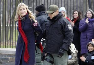Звезда Убить Билла и племянник Кеннеди задержаны за акцию в США