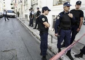 В греческих Салониках пенсионер захватил банк и пригрозил поджечь себя