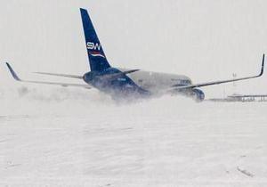 Снегопад в Киеве: в аэропорту Борисполь работает лишь одна взлетно-посадочная полоса