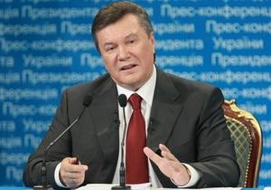 Янукович считает ненормальным содержание Луценко под стражей