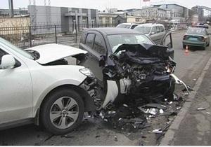 В Киеве четыре автомобиля столкнулись в ДТП