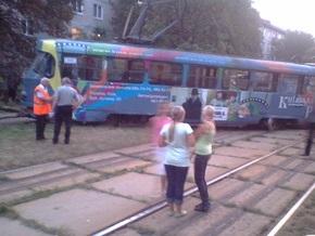 В Киеве на Отрадном трамвай сошел с рельсов