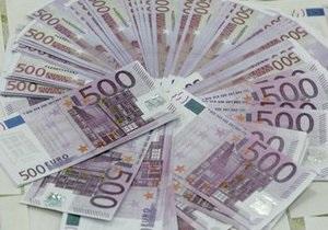 Азаров заявил, что европейские банки выводят капитал из Украины
