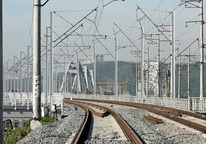 В понедельник запускают движение поездов по новому мосту в Киеве
