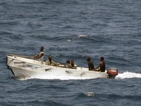 Захваченному пиратами судну с украинцами грозит опасность