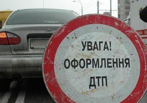 В Киеве Daewoo Lanos провалился под землю