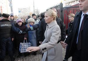 В ГПУ как на работу: Тимошенко ежедневно с 09:00 до 18:00 будет знакомиться с материалами дела