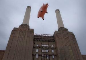 Над Лондоном пролетела гигантская надувная свинья