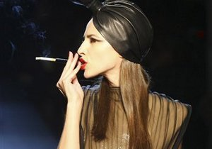Исследование: одна сигарета для женщин эквивалентна пяти сигаретам для мужчин
