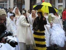 По Ужгороду прошагали 36 невест