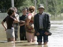Потерпевшим от паводка на западе Украины перечислили уже 5 млн гривен