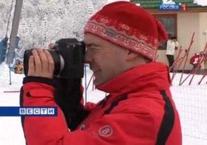 Медведев признался, что ему не всегда просто фотографировать людей