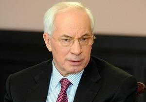 Азаров взял под личный контроль ситуацию с принудительными отпусками учителей
