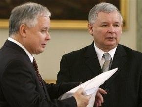 Брат президента Польши сомневается, что тот подпишет Лиссабонский договор 11 октября