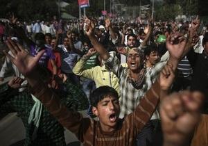 В индийском Кашмире противники осквернения Корана подожгли христианскую школу