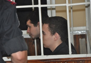 Двое подсудимых по делу Оксаны Макар подрались в зале суда