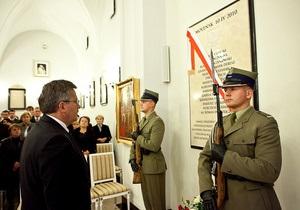 Президент Польши открыл мемориальную доску в память о погибших при крушении Ту-154