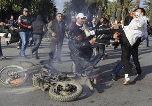 Тунис захлестнула волна преступности. В столице сожгли вокзал