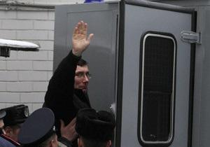 Суд отклонил ходатайство Луценко и объявил перерыв на три недели