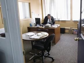 В Британии офисные сотрудники решили поднять командных дух, поработав один день голышом