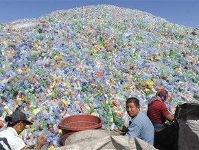 Японские ученые: Пластик быстро разлагается в океане