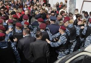 Задержанным во время потасовки на рынке Лесной в Киеве дали по пять суток