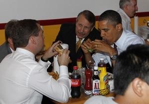 Фотогалерея: Закусочная дипломатия. Обама накормил Медведева гамбургерами