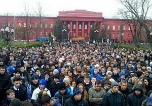 Митингующие в поддержку Павличенко начали шествие к Лукьяновскому СИЗО