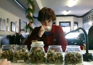 Новости медицины - легализация марихуаны: Ученые: марихуана в таблетках обезболивает эффективнее