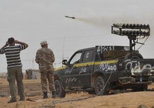 Повстанцы открыли шквальный огонь по родному городу Каддафи