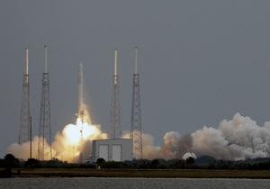 Миссия Dragon: одна из солнечных батарей космолета вышла из строя